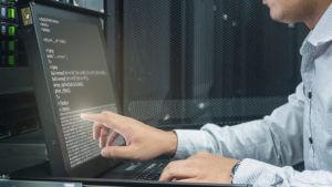 サーバールームのコンソール・パソコン