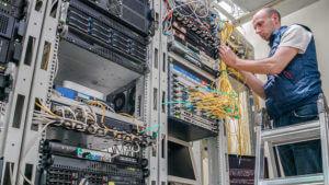 サーバールーム、LAN配線の敷設