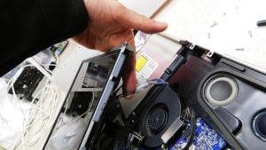 iMaxの分解修理、モニター交換